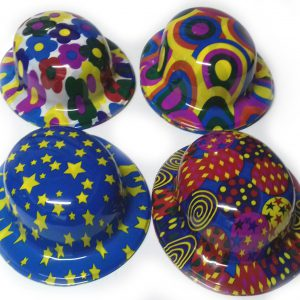 GORRO BOMBÍN FLÚO –  Gorro de plástico flúo con diseños surtidos